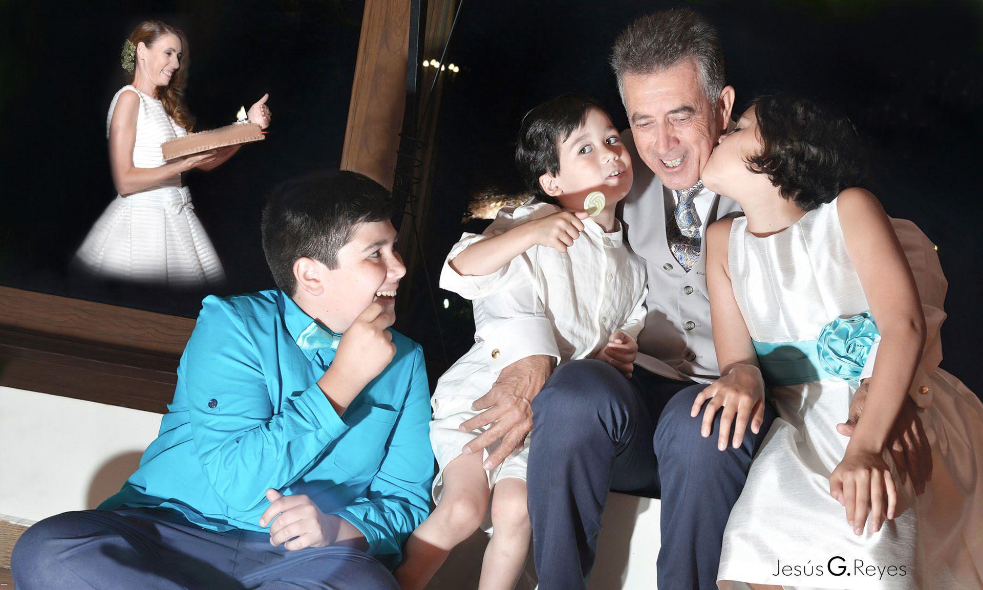 Abuelo y nietos