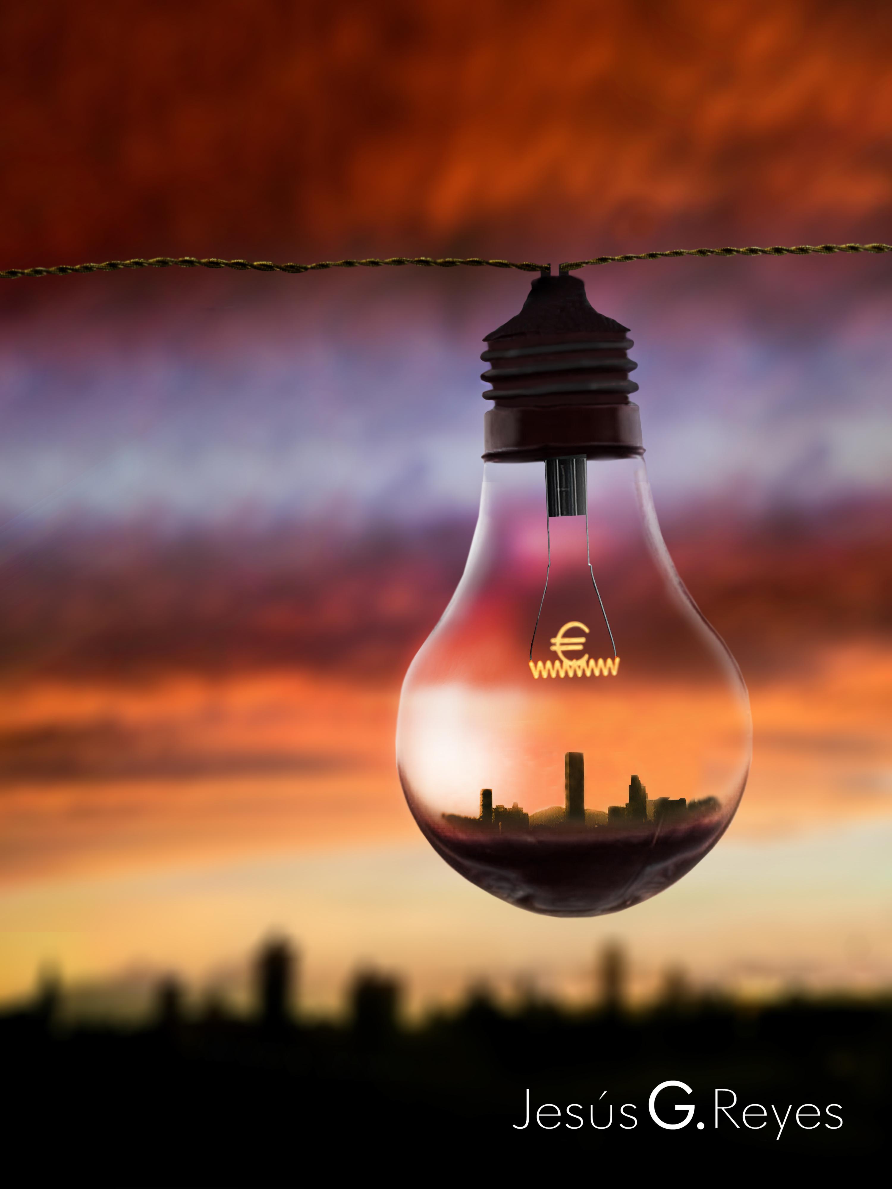 El precio de la electricidad. Fotomontaje